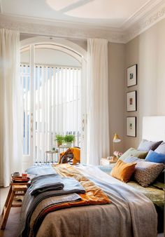 25 Cozy Bedroom Decor Ideas that Add Style & Flair to Your Home - The Trending House White Wall Bedroom, Cozy Bedroom, Bedroom Decor, Light Bedroom, Bedroom Curtains, Old Apartments, European House, Room Planning, Minimalist Home