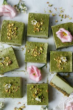 Pistachio Amaranth Moringa Bars (raw, vegan, grain-free) Raw vegan grain-free high protein superfood dessert bars that taste absolutely divine. Raw Vegan Desserts, Raw Vegan Recipes, Vegan Cake, Vegan Treats, Vegan Foods, Healthy Dessert Recipes, Healthy Treats, Delicious Desserts, Baking Recipes
