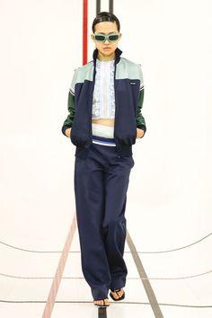 Fashion Week Paris : tout ce qu'il fallait retenir des derniers jours de la semaine de la Mode - Grazia Casual Fashion Trends, News Fashion, Fashion Week, Fashion Photo, Paris Fashion, Style Année 90, Style Casual, Miu Miu, Athletic Outfits