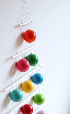 Easy-colourful-Christmas-tree-hanging-for-the-wall-by-hankandhunt-featured-on-Little-Big-Bell