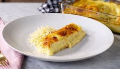 Friends and family will run to the table once they catch a whiff of these chicken cannelloni finished with a creamy corn sauce. Cannelloni Recipes, Stromboli Recipe, Meat Rolls, Salsa, Cheese Lasagna, Creamy Corn, No Noodle Lasagna, Tasty Dishes, Healthy Choices