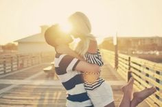 So romantic. =) I want to have some romantic photos taken with my hubby in a few months. Photo Couple Swag, Couple Kissing, Engagement Pictures, Engagement Shoots, Engagement Couple, Wedding Engagement, Couple Photography, Engagement Photography, Anniversary Photography