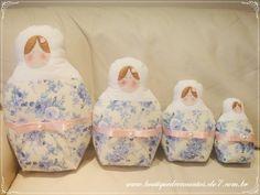 Conjunto com quatro almofadas em forma de matrioska.    Compre na Boutique de Encantos: www.boutiquedeencantos.elo7.com.br