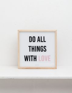 Светящаяся коробка Do all things with love - Декор | Stradivarius Россия