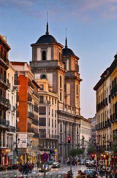 Inicio de la calle Toledo con San Isidro al fondo.