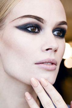5. #Black Liner and Black Mascara Beautiful Makeup, Fashion Weeks, Beauty Makeup, Backstage Beautiful, Cat Eyes, Sid Neigum, Eyemakeup, Cat Eye Makeup, Smokey Eye