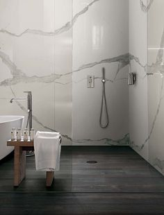 Rex - iClassici Wall: Statuario chain glossy A+B+C 360x240 Floor: Deco Wood Block 26,5x240