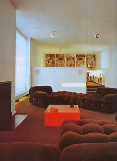 Home Decoration Inspiration Key: 2498304829 Vintage Interior Design, Vintage Interiors, 1980s Interior, Interior Exterior, Interior Architecture, Best Leather Sofa, Deco Retro, Interior Minimalista, Decoration Inspiration