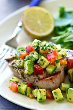 Tender tuna steaks are marinated in cilantro and lots of lime, grilled until perfectly smoky, and topped with an amazing fresh avocado cucumber salsa for one easy summer dinner!                                                                                                                                                                                 Mehr