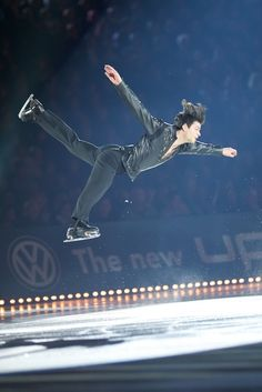 Stephane Lambiel flying, Art on Ice 2012
