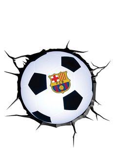 Kekseliäs FC Barcelona -yövalo näyttää seinän läpi syöksyneeltä jalkapallolta! Helposti seinään kiinnitettävä valaisin luo huoneeseen lempeän valon, ja se näyttää upealta sekä ollessaan päällä että pois päältä. Pakkaus sisältää valaisimen, halkeamalta näyttävän tarran, ruuvit, proput ja käyttöohjeet. Korkeus 22 cm. Yli 3-vuotiaille. Fc Barcelona, Soccer Ball, Futbol, Football, Soccer