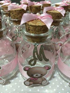 Lindíssimos potinhos de vidro com tampa de rolha personalizados para seu evento!!!    Recheie com brigadeiro de colher ou balinhas/confetes!!    Personalização em scrap e pingente de metal!!! R$ 6,50