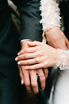 We are loving these delicate wedding rings | Image by Melissa Milis