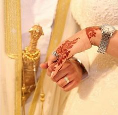 Fantastic Wedding Advice You Will Want To Share Couple Pics For Dp, Cute Couple Art, Beautiful Couple, Beautiful Hands, Classy Couple, Arab Wedding, Wedding Mehndi, Cute Muslim Couples, Cute Couples