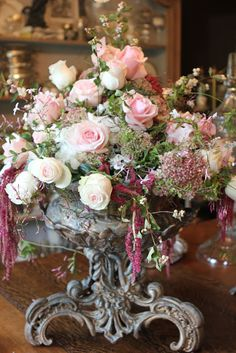 Wedding Reception At Home, Wedding Table, Beautiful Flower Arrangements, Floral Arrangements, Coming Up Roses, Pink Flowers, Fresh Flowers, Pretty Flowers, Pink Roses