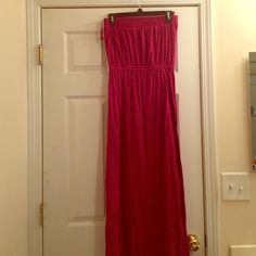 Selling this Maxi dress in my Poshmark closet! My username is: erpoore. #shopmycloset #poshmark #fashion #shopping #style #forsale #LOFT #Dresses