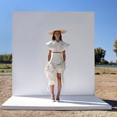 Amamos la colección SS17 de @jacquemus #ss17 #love via ELLE MEXICO MAGAZINE OFFICIAL INSTAGRAM - Fashion Campaigns Haute Couture Advertising Editorial Photography Magazine Cover Designs Supermodels Runway Models