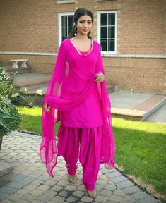 Hot pink plain Punjabi salvar suit in silk, lace work in dupatta. Patiala Dress, Patiala Salwar Suits, Patiala Suit Designs, Punjabi Dress, Salwar Designs, Kurti Designs Party Wear, Punjabi Suits, Punjabi Girls, Lehenga Designs