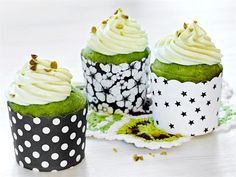 Vihreät banaanimuffinsit Cupcakes, Baking, Desserts, Party Ideas, Halloween, Bread Making, Tailgate Desserts, Cupcake, Deserts
