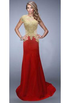 #Rochie #eleganta cu #broderie aurie si material vaporos rosu. O tinuta perfecta pentru orice ocazie!