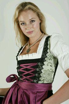 Oktoberfest Outfit, Oktoberfest Beer, German Girls, German Women, Pin Up Girl Vintage, Vintage Stuff, Vintage Outfits, Dirndl Dress, Classy Women
