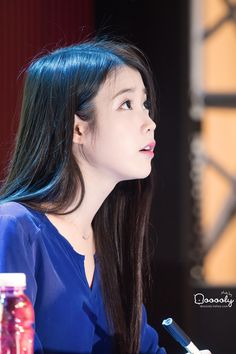 IU 151106 CHAT-SHIRE FANSIGN EVENT