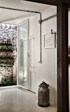Installations électriques apparentes pour ce mini loft de 40 m2 à Rome par Noses architects