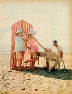 Beach babes.... Jack Lemmon, Mode Vintage, Vintage Vogue, Vintage Fashion, Vintage Beauty, 1960s Fashion, Classic Fashion, Vintage Hollywood, Collages