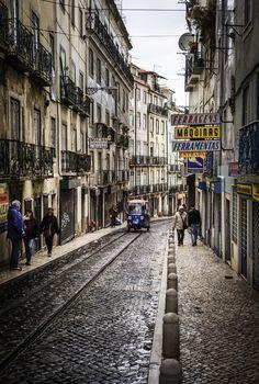 https://flic.kr/p/D2RkNv | Rue de Lisbonne | Leica M8, Summicron 35 v IV