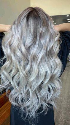 Silver Blonde Hair, Blonde Hair Shades, Cool Blonde Hair, Grey Hair Styles For Women, Hair Color For Women, Gray Hair Highlights, Gray Hair Growing Out, Balayage Hair, Hair Inspiration