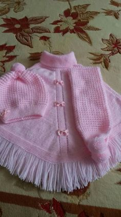 This Pin was discovered by Ayla Bozal. Discover (and save!Discover thousands of images about gulgunKnitting, Crochet For BabyYou can knit this beautiful poncho by looking at the images for your babySilvia I. Baby Hat Knitting Pattern, Baby Hats Knitting, Knitting For Kids, Baby Patterns, Knit Patterns, Poncho With Sleeves, Girls Poncho, Knit Baby Dress, Crochet Poncho