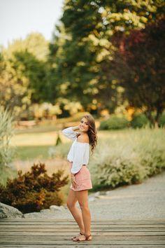 Summer - Rachel Davis Photography Cute Poses For Pictures, Girl Senior Pictures, Senior Photos, Senior Portraits, Senior Session, Senior Girl Photography, Photography Poses Women, Cute Birthday Pictures, Gangsta Girl