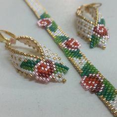 A leaf of beads. A leaf of beads. Seed Bead Jewelry, Bead Earrings, Beaded Jewelry, Beaded Necklace, Flower Earrings, Bead Loom Bracelets, Ankle Bracelets, Bracelet Patterns, Beaded Bracelets