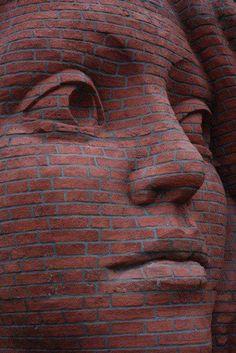 brick art - woman looking Brick Art, Sidewalk Art, Illusion Art, Hand Art, Public Art, Public Spaces, Female Art, Sculpture Art, Amazing Art