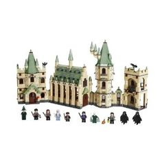 LEGO Harry Potter Hogwart's Castle Woa, love it! Need to combine Harry Potter, Star Wars and Lord of the Rings for the best, geekiest LEGO playtime adventure. Lego Harry Potter, Harry Potter Castle, Theme Harry Potter, Harry Potter Hogwarts, Lego Hogwarts, Legos, Collection Harry Potter, Fans D'harry Potter, Lego Toys