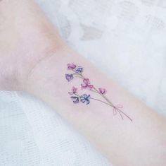 "Nuehle Vangofficial (@nuehlevang) ""Such a pretty sweet pea flower tattoo"""