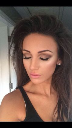 Love Michelle keegan's eye make up and lip colour !