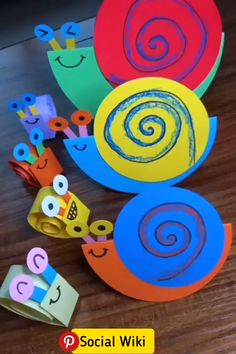 Click below to GET MORE >>>> paper flowers craft paper christmas crafts diy paper craft to sell paper decorations diy poinsettia paper day crafts for kids craft flowers paper making paper stars making paper stars giant flower paper paper scrapbook Folded Paper Flowers, Paper Flowers Craft, Paper Crafts Origami, Paper Crafts For Kids, Craft Activities For Kids, Toddler Activities, Diy For Kids, Fun Crafts, Flower Paper