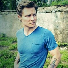 "Country Cutie Frankie Ballard on Dating and His ""Helluva Life"" Must-Haves"