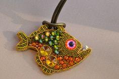 RESERVIERT für Isabella C. B. Green ziemlich hübsch Fishie-gestickte Halskette