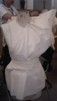 Draping on the stand - fashion design, bodice development - creating structure using a mannequin; moulage; garment construction