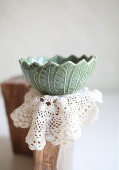 schälchen.  i want to make this. if only we had that green glaze..... :/