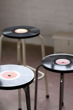 Upcycle damaged lps into funky bar stools / easy DIY project for frugal music lovers