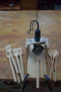 Holzlöffel mit dem Winkelschleifer herstellen. Carving wooden spoons with an angle grinder.