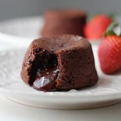 molten chocolate cake O the goodness of Heaven in food form. Lava Cake Recipes, Tart Recipes, Molten Chocolate, Chocolate Recipes, Chocolate Cakes, Just Desserts, Delicious Desserts, Yummy Food, Food Cakes