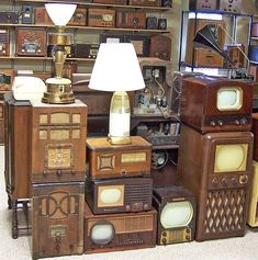 Antique radios (pinned by redwoodclassics.net)