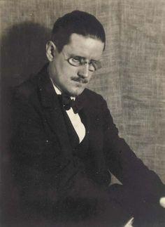 James Joyce.    Man Ray, Paris, 1922.