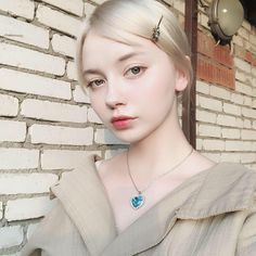 There the heather is like the wind Make Up Looks, Short White Hair, Ulzzang, Grunge Girl, Pale Skin, I Love Girls, House Of Beauty, White Girls, Aesthetic Girl