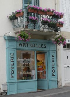 French pottery shop...could also be my little art gallery...... Shop Facade, Lokal, Pottery Shop, Cafe Bistro, Store Displays, Superette, Cute Store, French Bistro, Deposito Santa Mariah