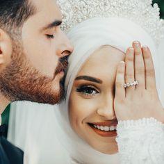 Indian Wedding Photography Poses, Wedding Couple Poses Photography, Bride Photography, Wedding Poses, Wedding Couples, Somali Wedding, Indian Wedding Bride, Indian Bridal, Muslim Wedding Dresses
